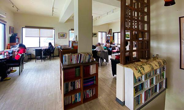 刺鳥咖啡書店 二樓座位