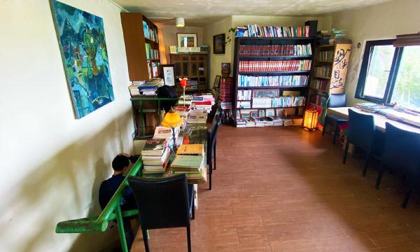 刺鳥咖啡書店書房
