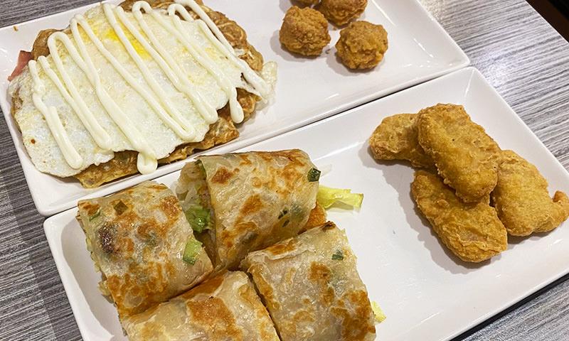 【新北美食】小屋 三重早午餐 超推好吃的泡麵大阪燒