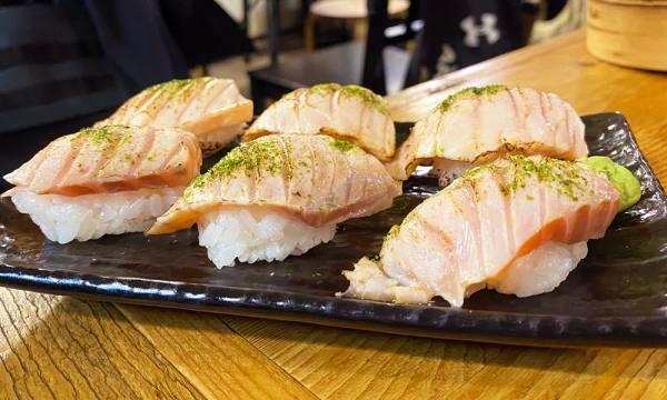 炙燒迷你鮭魚握壽司
