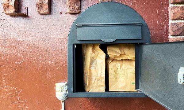 早餐會放在信箱裡面