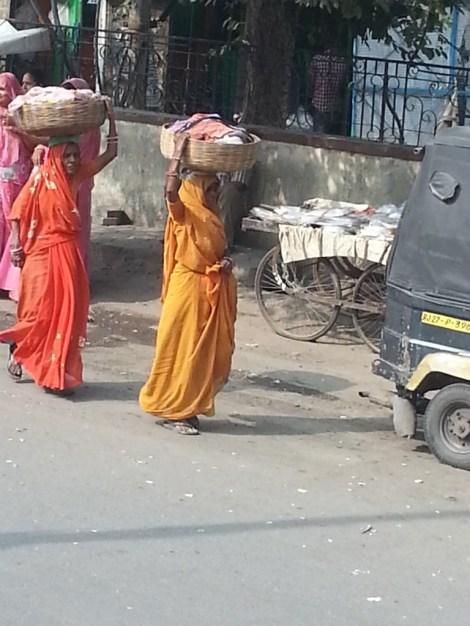 women colors carry