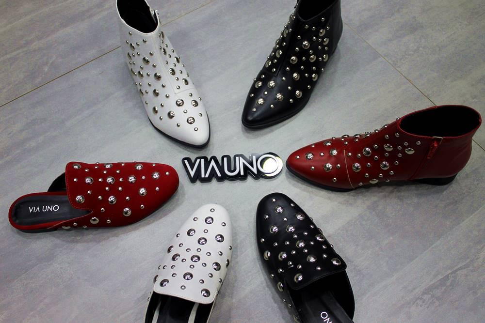 Sapatos com aplicações de tachas da Via Uno, lançamento Couromoda 2018 - Carol Doria