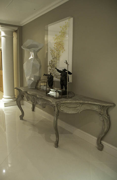 S entrance hall large console