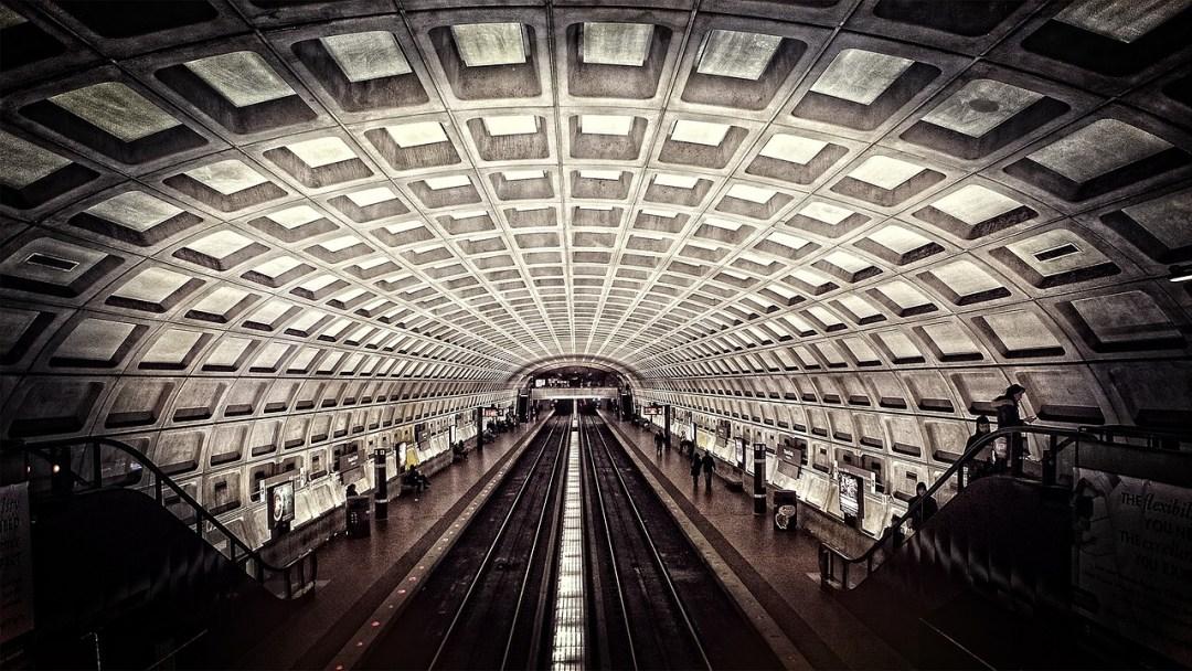 metro-698661_1280