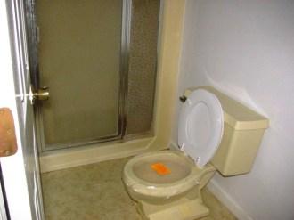 2000-yawl-bathroom