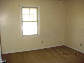 204-poplar-bedroom-2