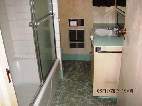 406 Darby Bathroom 2
