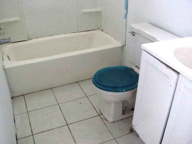120 Woodbrook Bathroom