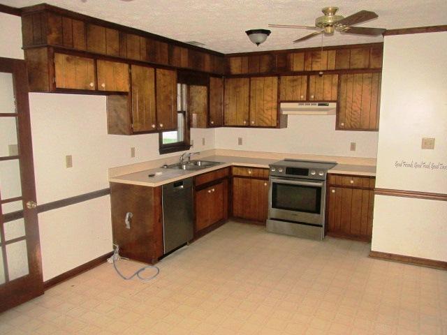 527 W Grantham Kitchen