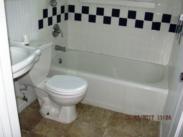 9 Glendale Bathroom