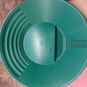 Trinity Bowl Gold Pan - Green