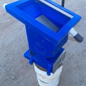 Gold Grabber Mini with Handpump - Blue