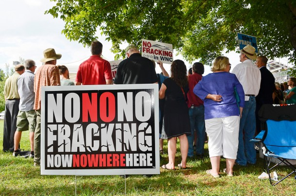 An anti-fracking crowd rallied during a press conference at Western Carolina University before the fourth and final public hearing on proposed rules on fracking in North Carolina. Paul Clark/Carolina Public Press