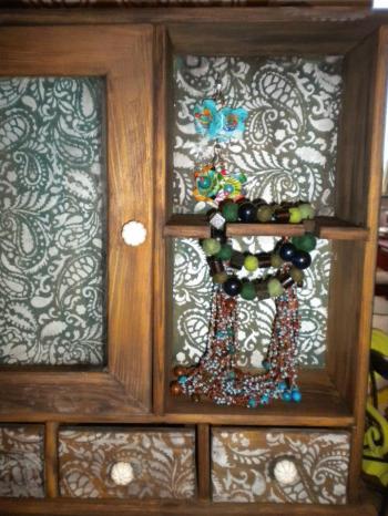 Petite armoire customisée