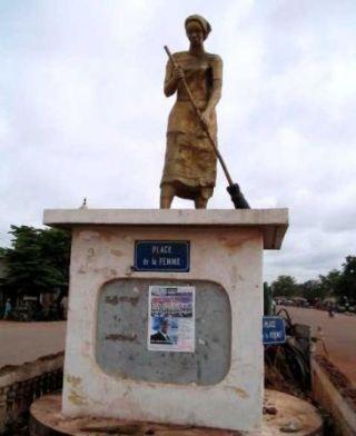 Place_de_la_Femme__Bobo-Dioulasso__Burkina_Faso_m