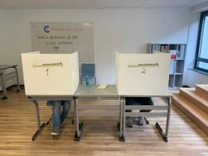 Gewählt wird immer in Wahlkabinen...