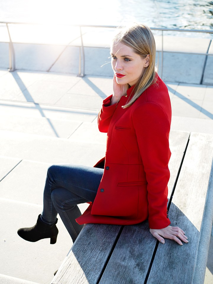 Modeblogger Hamburg, Fashionblogger, Fashionblogger Hamburg, Beautyblogger Hamburg, Beautyblogger, Beauty, Travelblogger, Travel, Hamburg, Hafencity, Trend rot, roter Mantel, rot kombiniert, Trendfarbe rot, Mango, Stiefelette, Cox, Görtz, Herbsttrend, Herbst, Herbst Trend