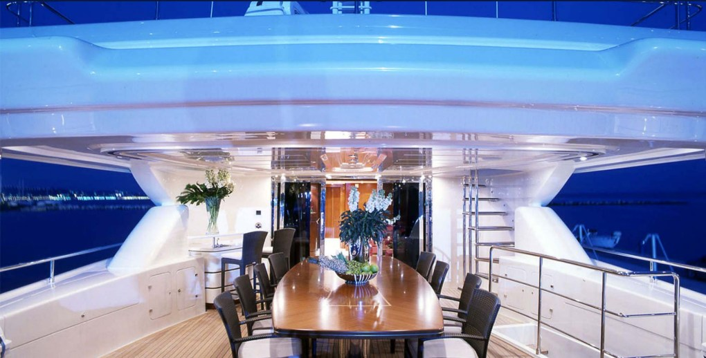 Aft deck dining area on M-Y SIMA