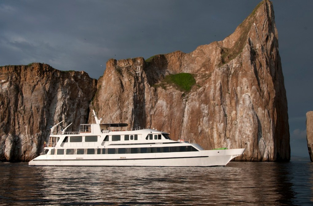 East Integrity at Leon Dormido photo by Bill Roberson M/Y INTEGRITY Galapagos Islands