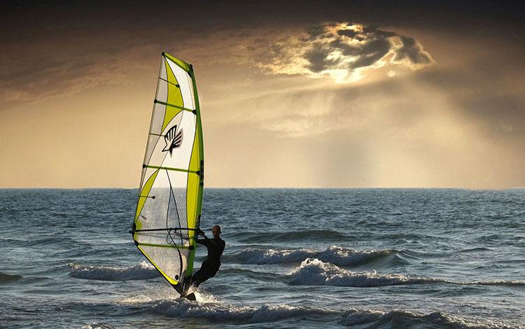 WindsurfingAtSunset_750px