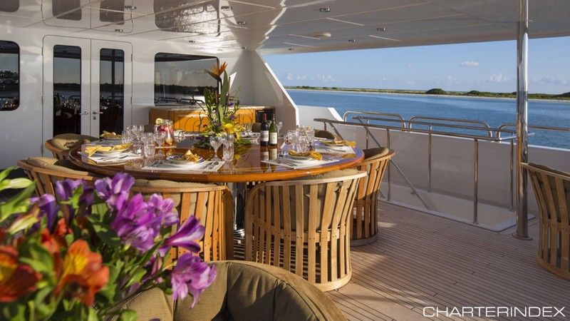 Fine dining on the I LOVE THIS BOAT's bridge deck