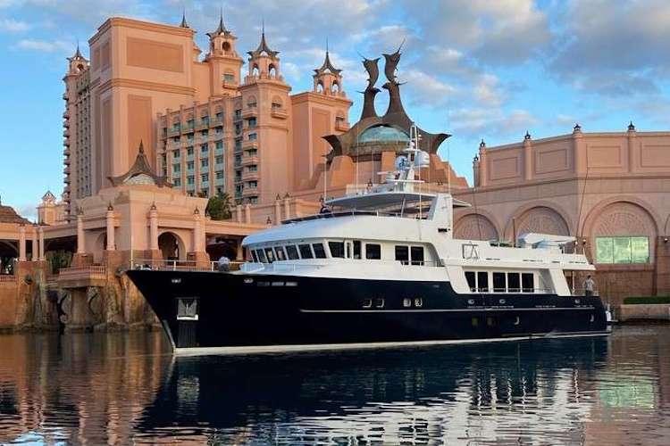 99ft motor yacht SAMSARA operates in Mexico, North America and the Bahamas