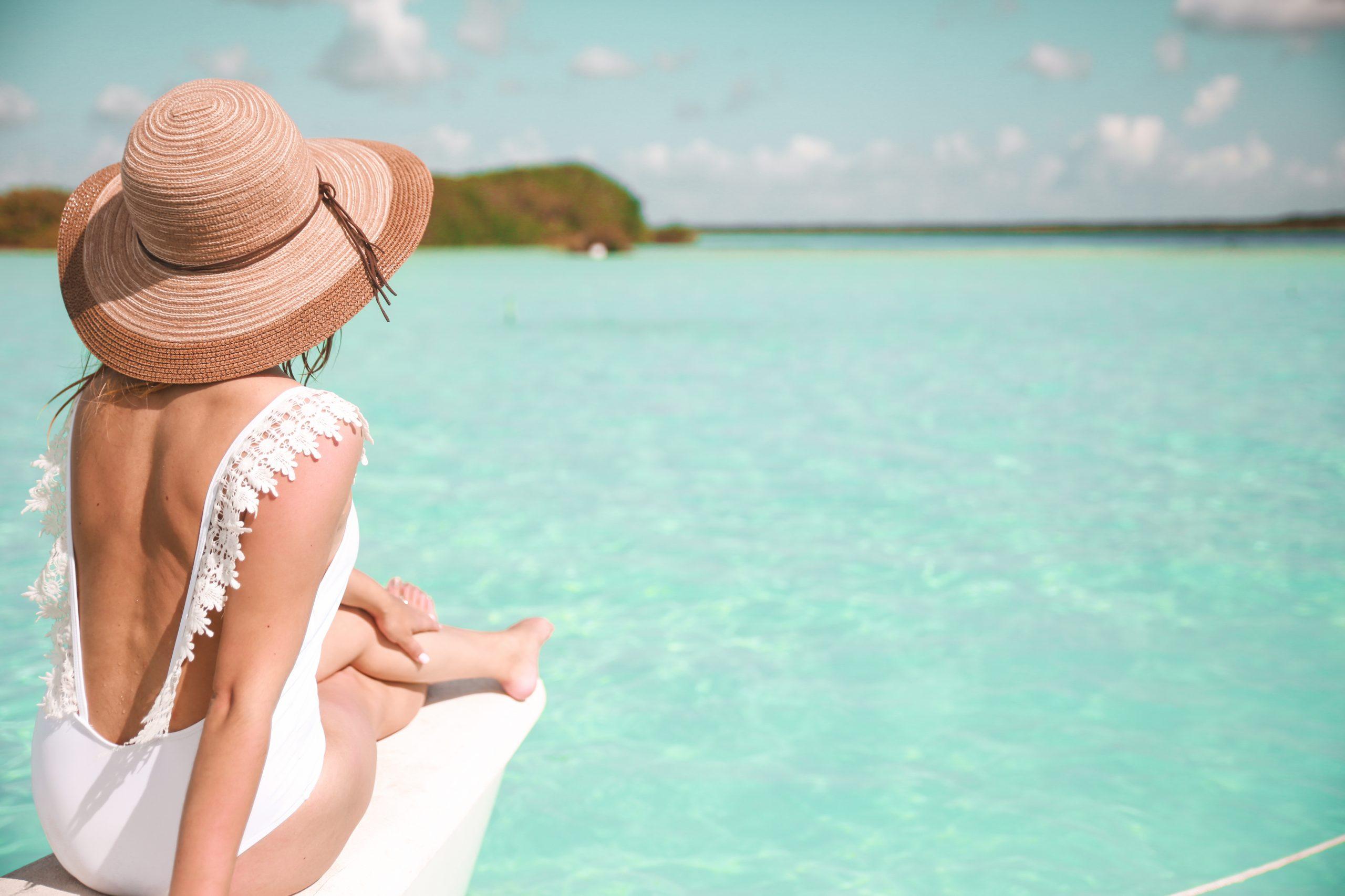 Selezione saldi estate 2020: costumi e vestiti da spiaggia