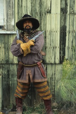 05_Bandito with crossed guns-color