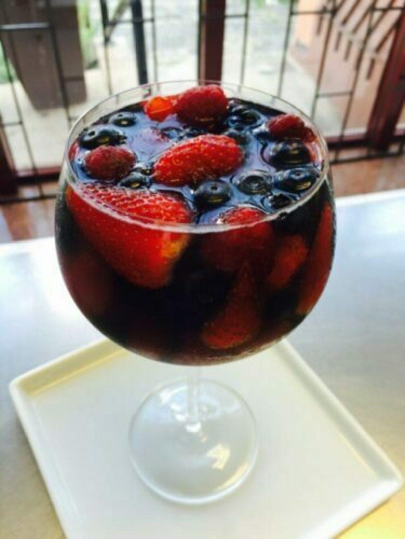 gelatina de vinho tinto e frutas vermelhas