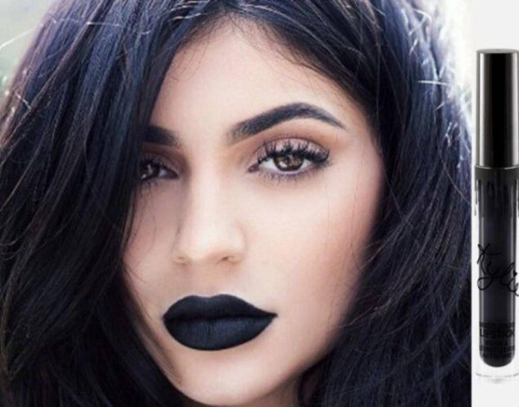 Batom preto: O novo queridinho das famosas