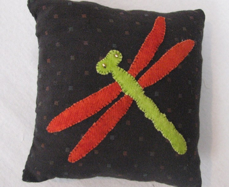 carol_dragonflypincushion_28012014