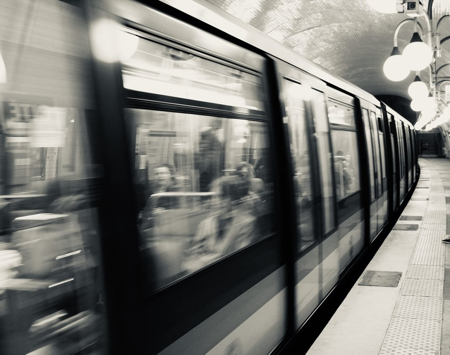 Paris Metro Hashtag moi aussi