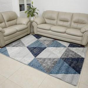 שטיח אומגה דגם משולשים תכלת