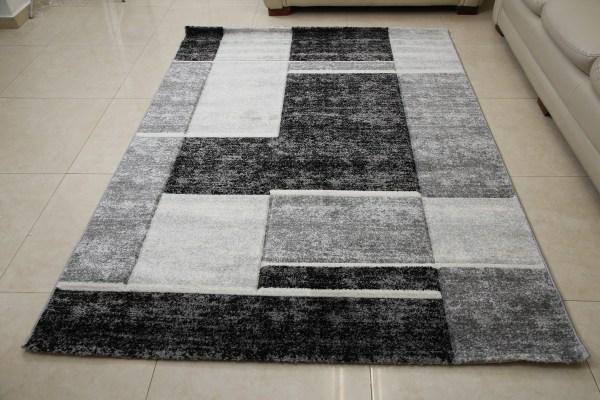 שטיח אומגה דגם קוביות סמטריות שחור אפור