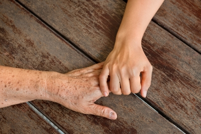 Tips for Talking With a Loved One About a Care Program-FDP-worradmu