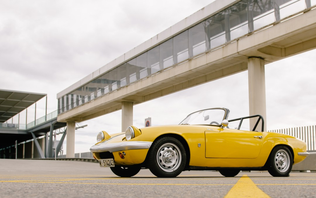 One of the very first modern roadsters: Joaquin and his 62' Lotus Elan S2