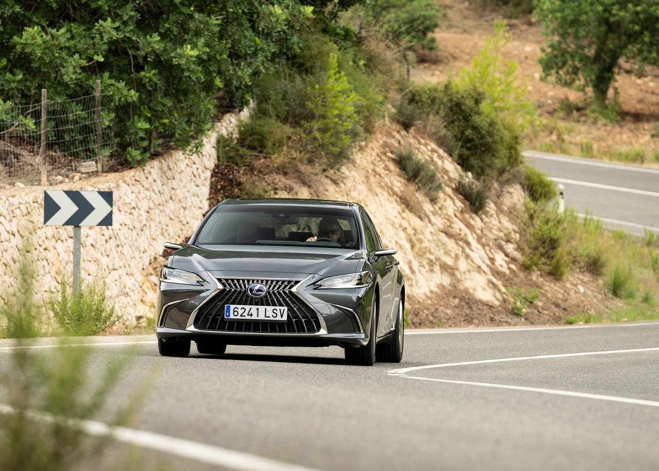 2022 Lexus ES 300h