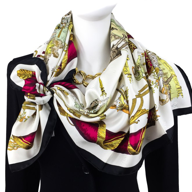 ANNEAU INFINI HORN SCARF RING with HERMES La Comedie Italienne Carre