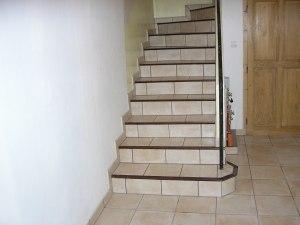 Pose carrelage d'un escalier