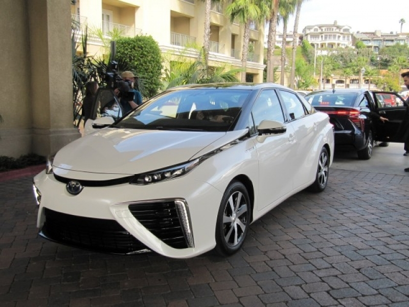 Latest Toyota Cars 2016 Hydrogen Fuel Cell Vehicle News From Los Angeles Auto Show