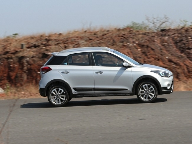 Latest Hyundai I20 Active White Price Hyundai I20 Active Crossover Review Ndtv Carandbike