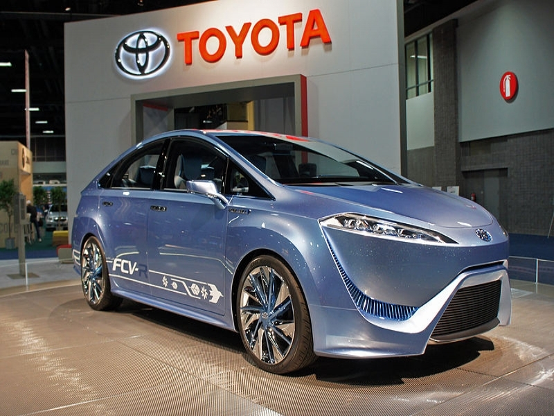 Show Latest Toyota Cars Toyota Bumps Up Hydrogen Powered Car In Us To 2015 Update
