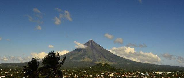 Mayon-Volcano-Travel