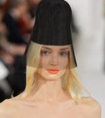 Labios en Neo naranja por Oscar de la Renta en la New York Fashion Week