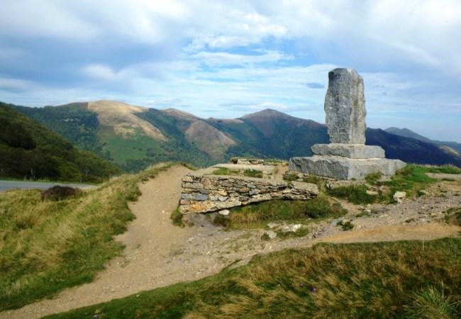 Roncesvalles Zubiri 2010: Monumento a Roldán. Alto de Ibañeta.