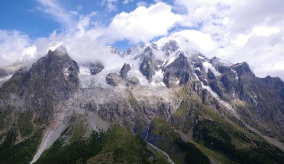 Panorama alpino desde el tramo italiano, de Bertone a Bonatti.