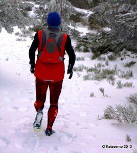 Inov 8 Trailroc 245 Rodando hacia La Peñota sobre nieve y hielo