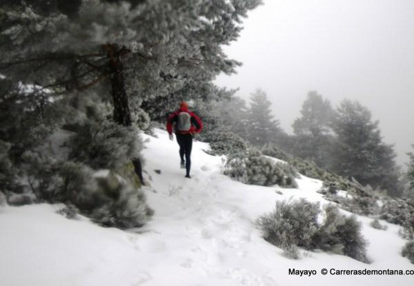 Trail running sobre nieve: Sendero tubería hacia Bola del Mundo.
