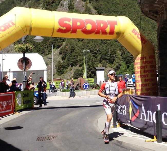 Andorra Ultra trail 2013: Julien Chorier entra vencedor en Ordiso. Foto: org.